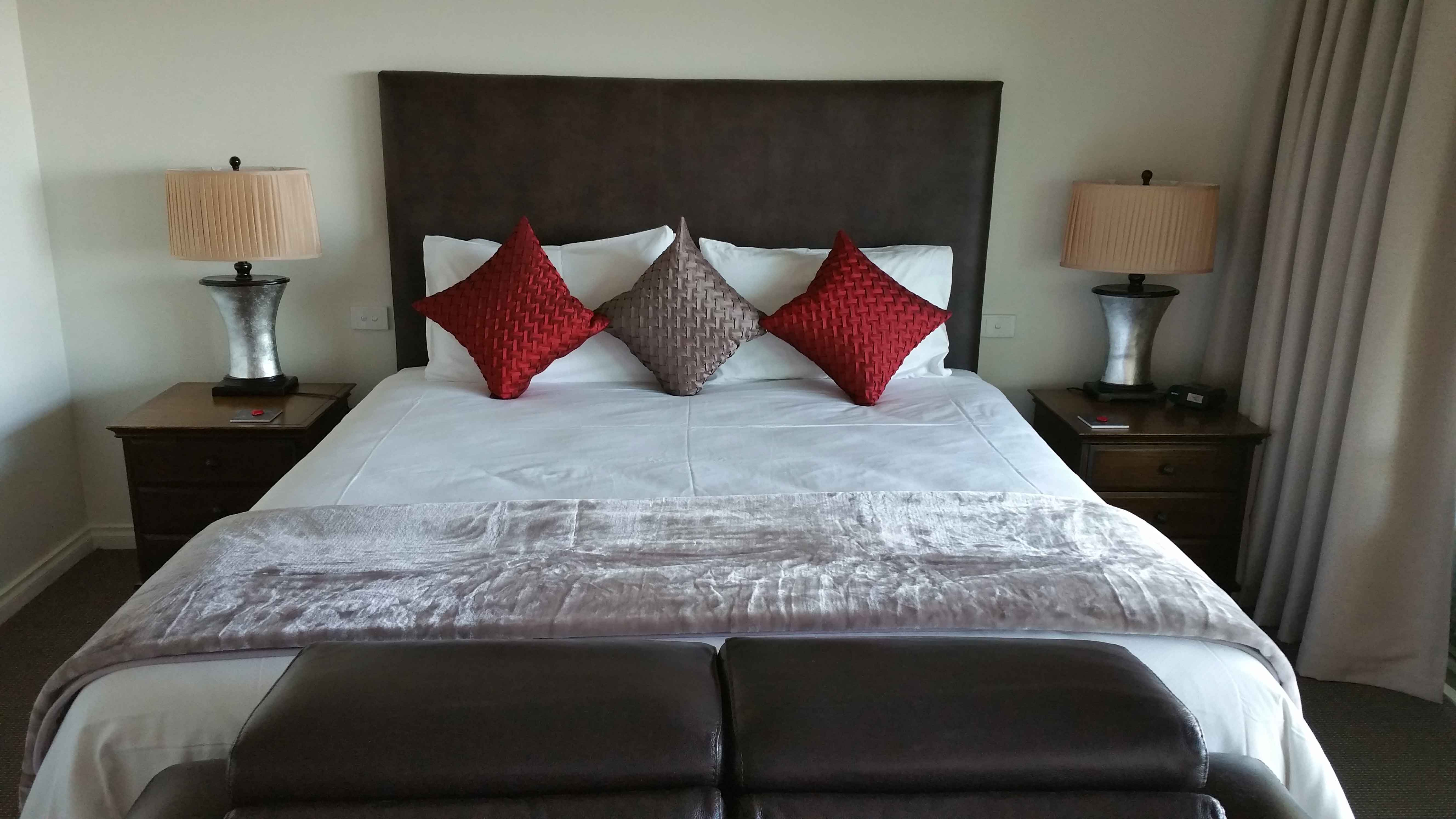 king-bed-murray-suite
