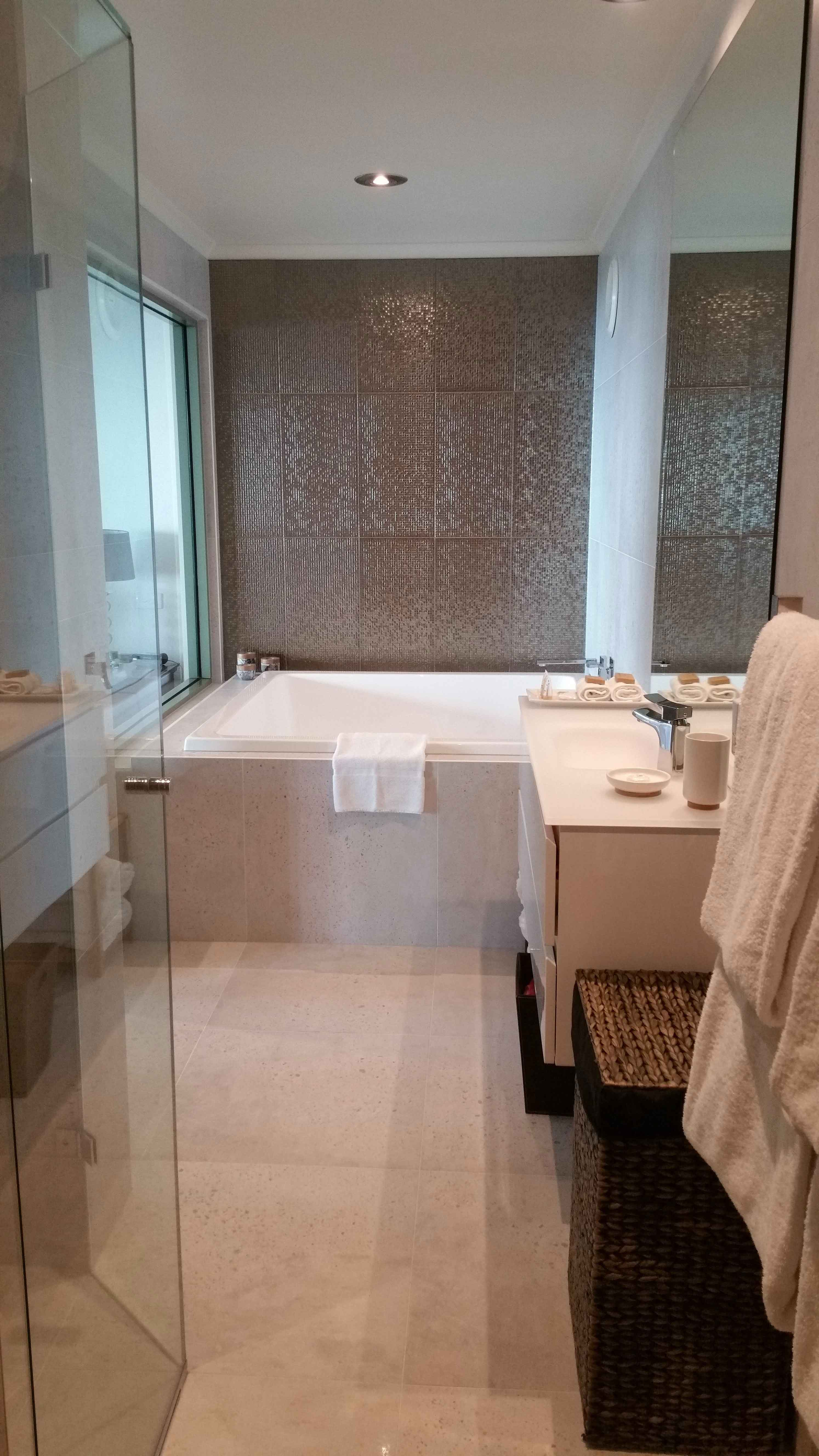 Bowen Suite Luxury Spa & Bathroom at Arthurs Views Couples Retreat Victoria