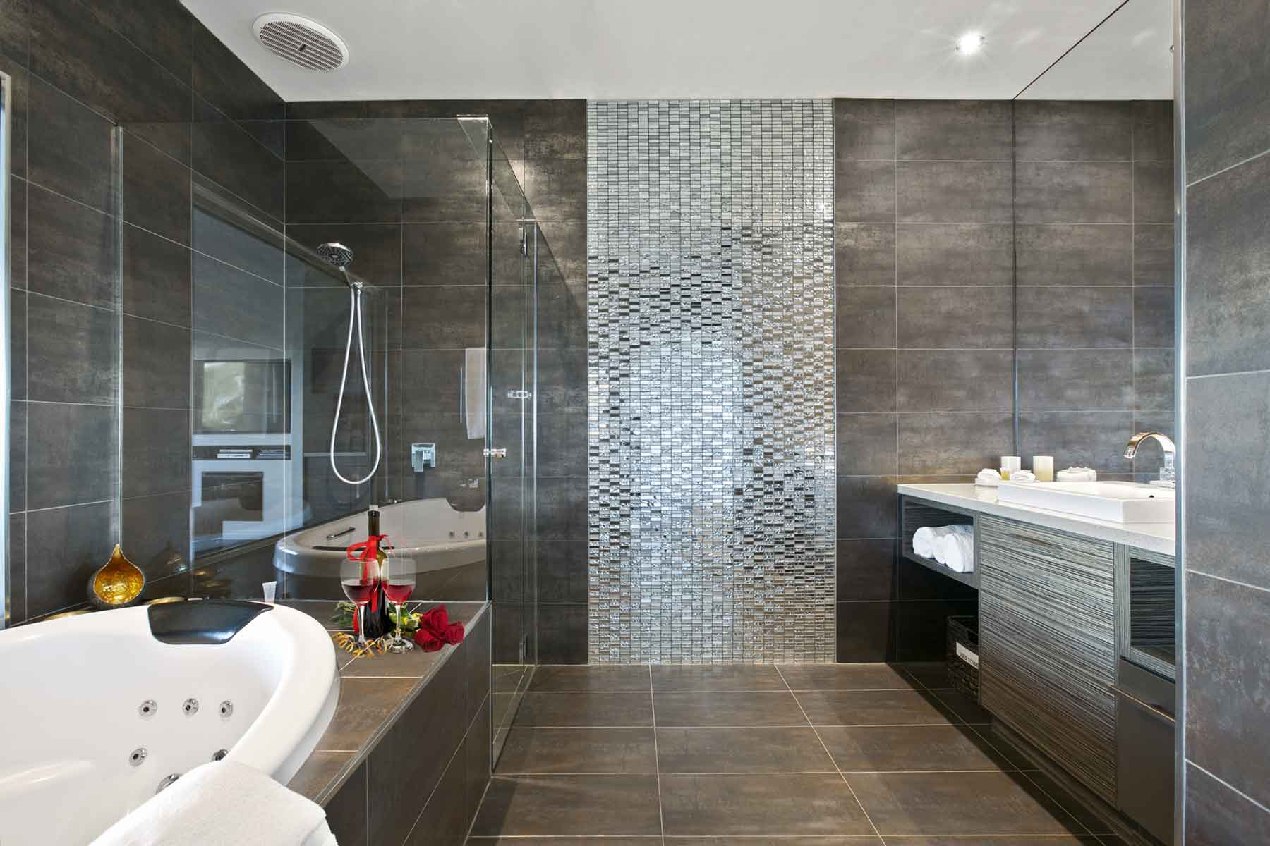 Luxury Spa Bath at Arthurs Views Victorian Couples Retreat
