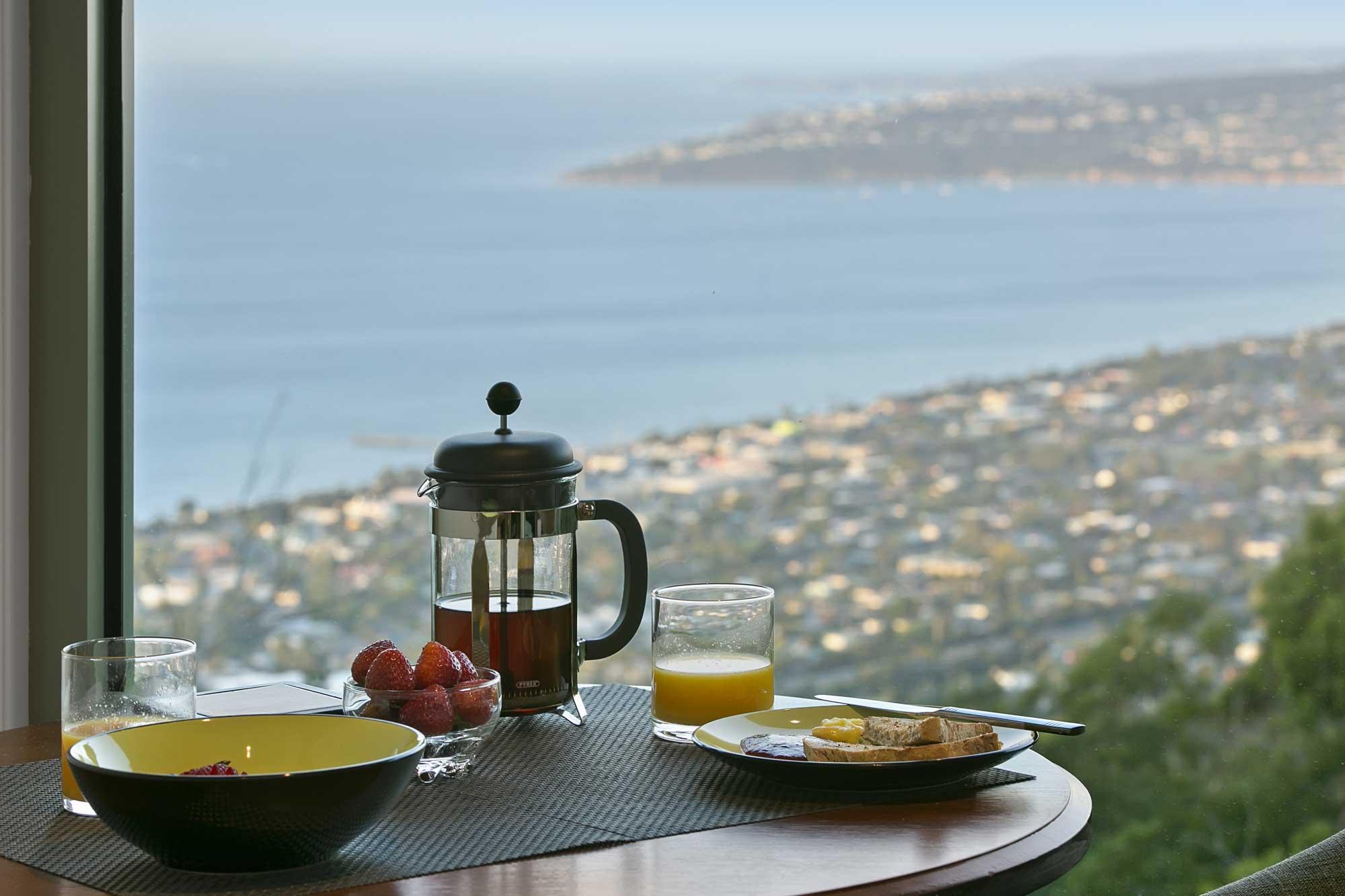 WEB_spa_suites_inside_breakfast_coffee